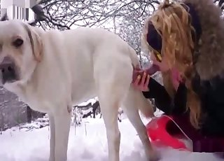 Shades-wearing amateur sucking dog manhood